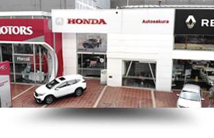 Vehiculo Honda dentro de la sede